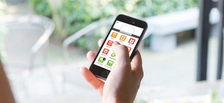 Knikarmscherm met afstandbediening of smartphone-besturing? Een must!