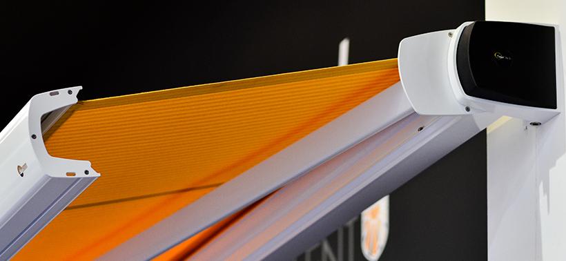Nieuwkomer HZ-T2600: stijlvol, strak vormgegeven knikarmscherm